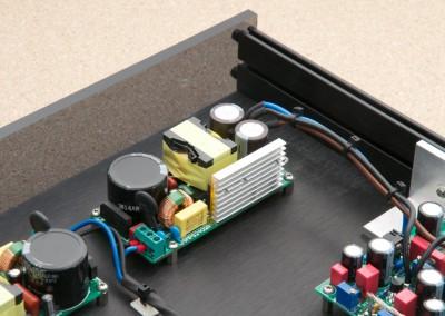 Als Netzteile kommen Schaltnetzteile von Connexelectronic zum Einsatz. Das funktioniert außerordentlich gut.