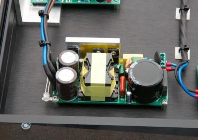 Das von mir gewählte Modell hat eine Leistung von 240W bei +-32V.